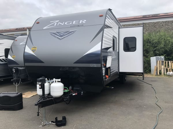 2019 Zinger 280BH 28' in Kent, WA : 28' Zinger outside