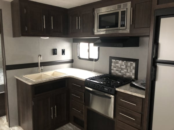 2018 Zinger 280BH 28' in Covington, WA : 28' Zinger kitchen