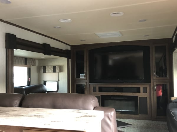 2018 Forest River Sandpiper 42' in Covington, WA : Living Room