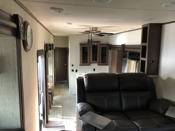 2018 Forest River Sandpiper 42' in Covington, WA : Theater Seats