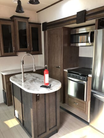 2018 Forest River Sandpiper 42' in Covington, WA : Kitchen