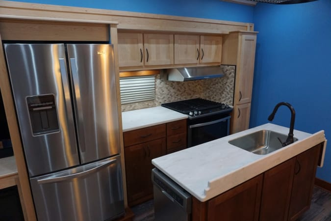 2017 Space Craft V460 45' in Covington, WA : Kitchen
