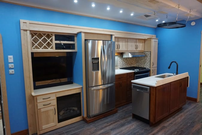 2017 Space Craft V460 45' in Covington, WA : Entertain Center/ Kitchen