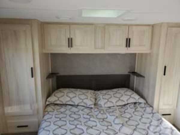 2021 Forest River SUNSEEKER 31' in Portland, OR : bedroom