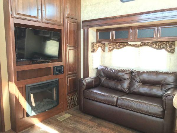 2015 Keystone Cougar 35' in Hutto, TX : Cougar 1