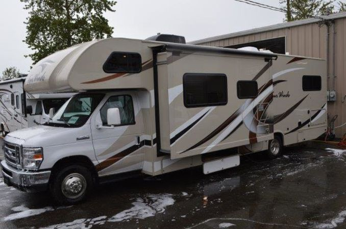 2018 Thor Four Winds 30D 32' in Portland, OR : 2018 Thor FourWinds 32FT Class C rental, driver side slideout