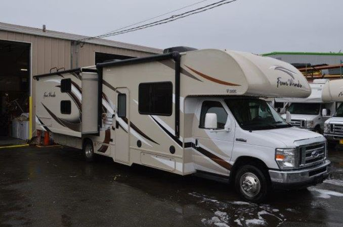 2018 Thor Four Winds 30D 32' in Portland, OR : 2018 Thor FourWinds 32FT Class C rental, passenger side bunkbed slideout