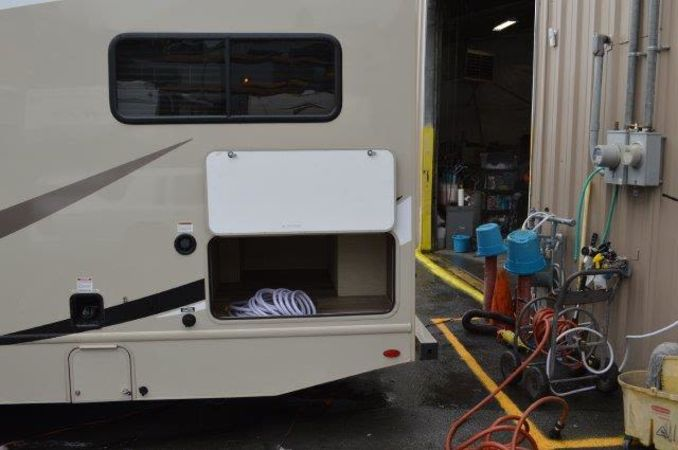 2018 Thor Four Winds 30D 32' in Portland, OR : 2018 Thor FourWinds 32FT Class C rental, outside storage