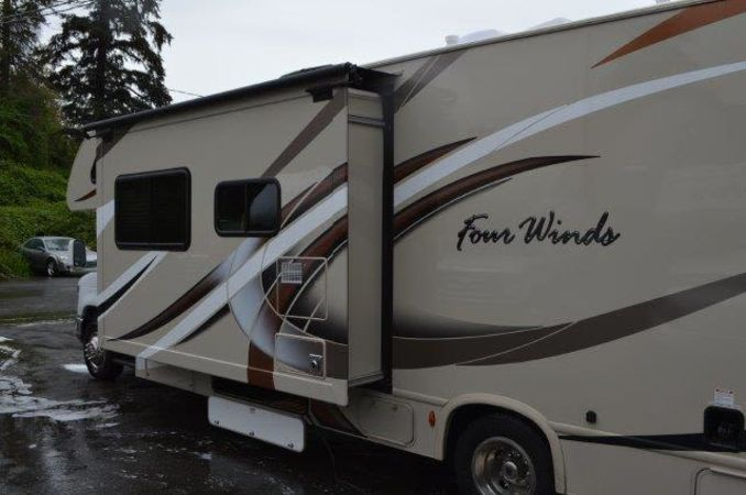 2018 Thor Four Winds 30D 32' in Portland, OR : 2018 Thor FourWinds 32FT Class C rental,