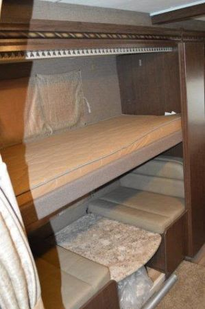 2018 Thor Four Winds 30D 32' in Portland, OR : 2018 Thor FourWinds 32FT Class C rental, lower bunkcan be set up as a table or a bed