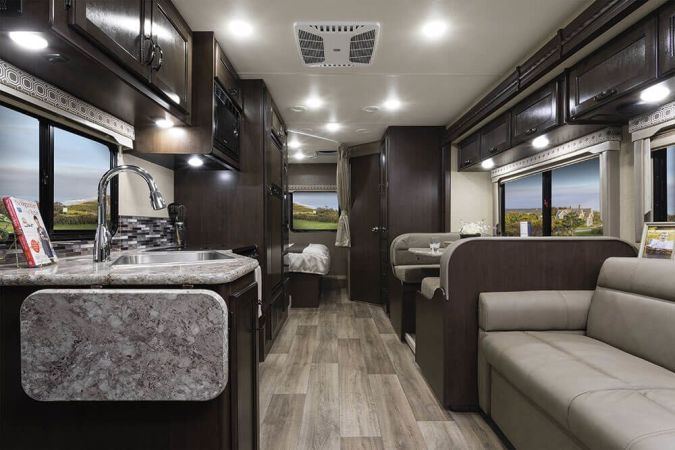 2019 Thor FourWinds 28E 30' in Portland, OR : 2019 Thor FourWinds, couch lays down flat to become bed