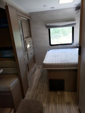 2022 Thor Fourwinds 30D 32' in Portland, OR
