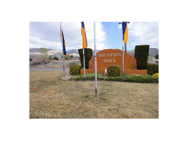 Mountain Vista Apartments - Minutes from exciting Downtown Albuquerque, combined with the gorgeous backdrop and natural beauty of the Sandia Mountains, Mountain Vista Apartments gives you the best of both worlds