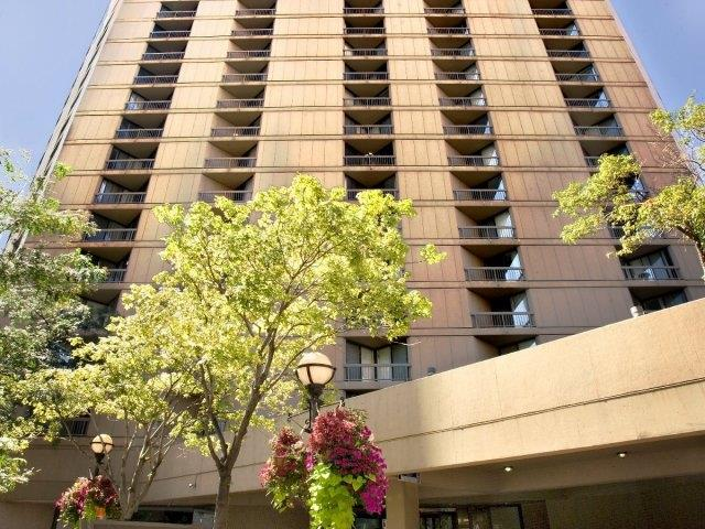 Asbury Plaza - An exciting neighborhood plus an extensive list of amenities make Asbury Plaza the choice in River North