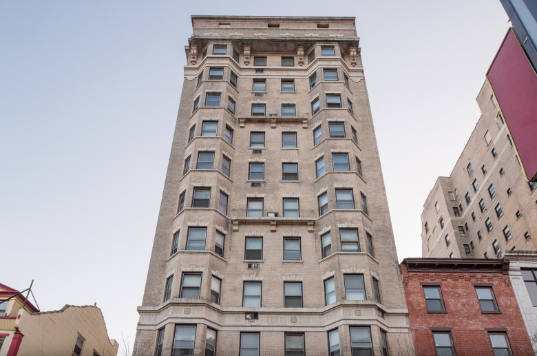 Midtown Apartments - This newly renovated historic building features bright, spacious apartments, huge windows, plentiful closet space, newly remodeled kitchens, and incredible views of the city