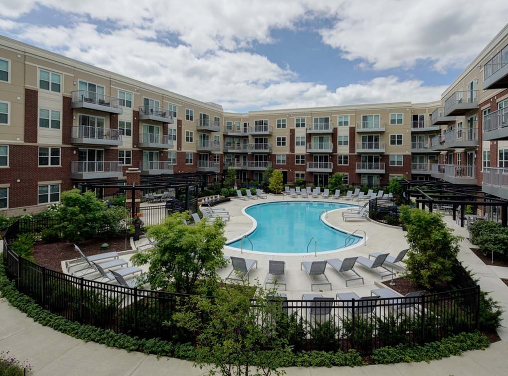 AMLI Deerfield - AMLI Deerfield is conveniently located just minutes from the Lake-Cook and Deerfield Metra stations, Northbrook Court and Downtown Deerfield
