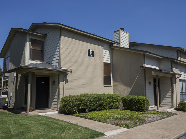 Landmark at Preston Wood Apartment Homes - At Preston Wood Apartments, we do all that we can to separate ourselves from all the other apartments for rent Richardson, Texas, offers