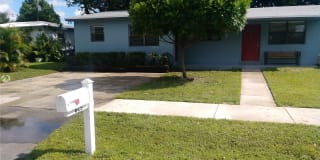 4625 SW 33rd Dr Photo Gallery 1