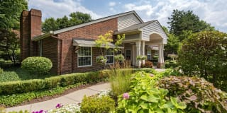 Fairlane Meadow Luxury Apartments and Townhomes Photo Gallery 1