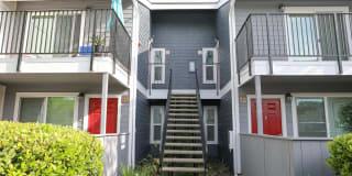 Lake Pointe Apartments Photo Gallery 1