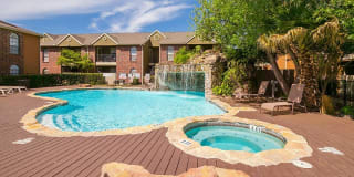 Oaks of Westlakes Apartments Photo Gallery 1