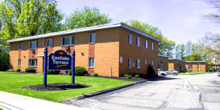 Maple Eastlake Apartments Photo Gallery 1