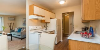 Windsor South Apartments Photo Gallery 1