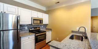 Christopher Wren Apartments & Townhomes Photo Gallery 1