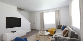 Colonial Manor Apartments Photo Gallery 1