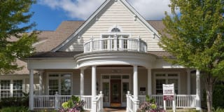 Flex-Lease/Furnished @ Village Green of Rochester Photo Gallery 1