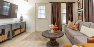 Spring Hill Apartments And Townhomes Photo Gallery 1