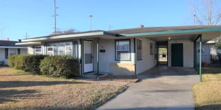 1105 Meadow Dr Photo Gallery 1