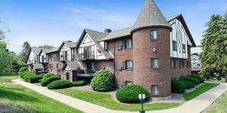 Royal Crest Marlboro Apartment Homes Photo Gallery 1