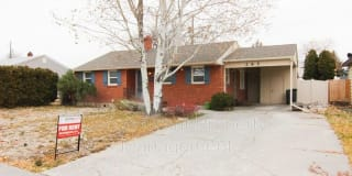 295 Holbrook Drive Photo Gallery 1