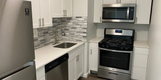 Tomlinson Court Apartments Photo Gallery 1