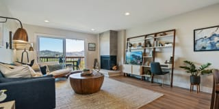 Harbor Point Waterfront Apartments Photo Gallery 1