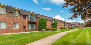 Warren Woods Apartments Photo Gallery 1