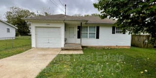 1324 N Forest Ave Photo Gallery 1