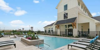 35 West at Champions Circle Photo Gallery 1