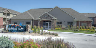 Lincoln Summit Falls Apartments & Townhomes Photo Gallery 1