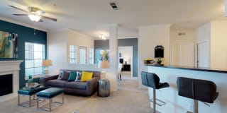 Oaks Riverchase Apartments Photo Gallery 1