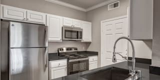 Broadleaf Apartments Photo Gallery 1