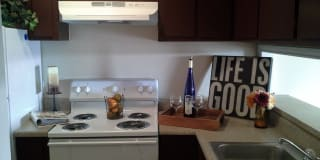 Bay Colony Apartments Photo Gallery 1