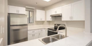 Del Norte Place Apartment Homes Photo Gallery 1