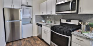 Eagle's Crest Apartment Homes Photo Gallery 1