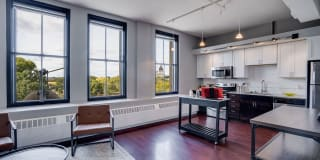 430 Oak Grove Apartments Photo Gallery 1