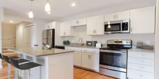Bay Ridge at Nashua Apartments Photo Gallery 1