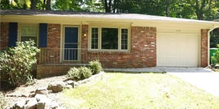 995 Seville Drive Photo Gallery 1