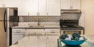 Hawk Ridge Apartment Homes Photo Gallery 1