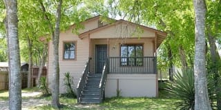 2711 Crater Street Photo Gallery 1
